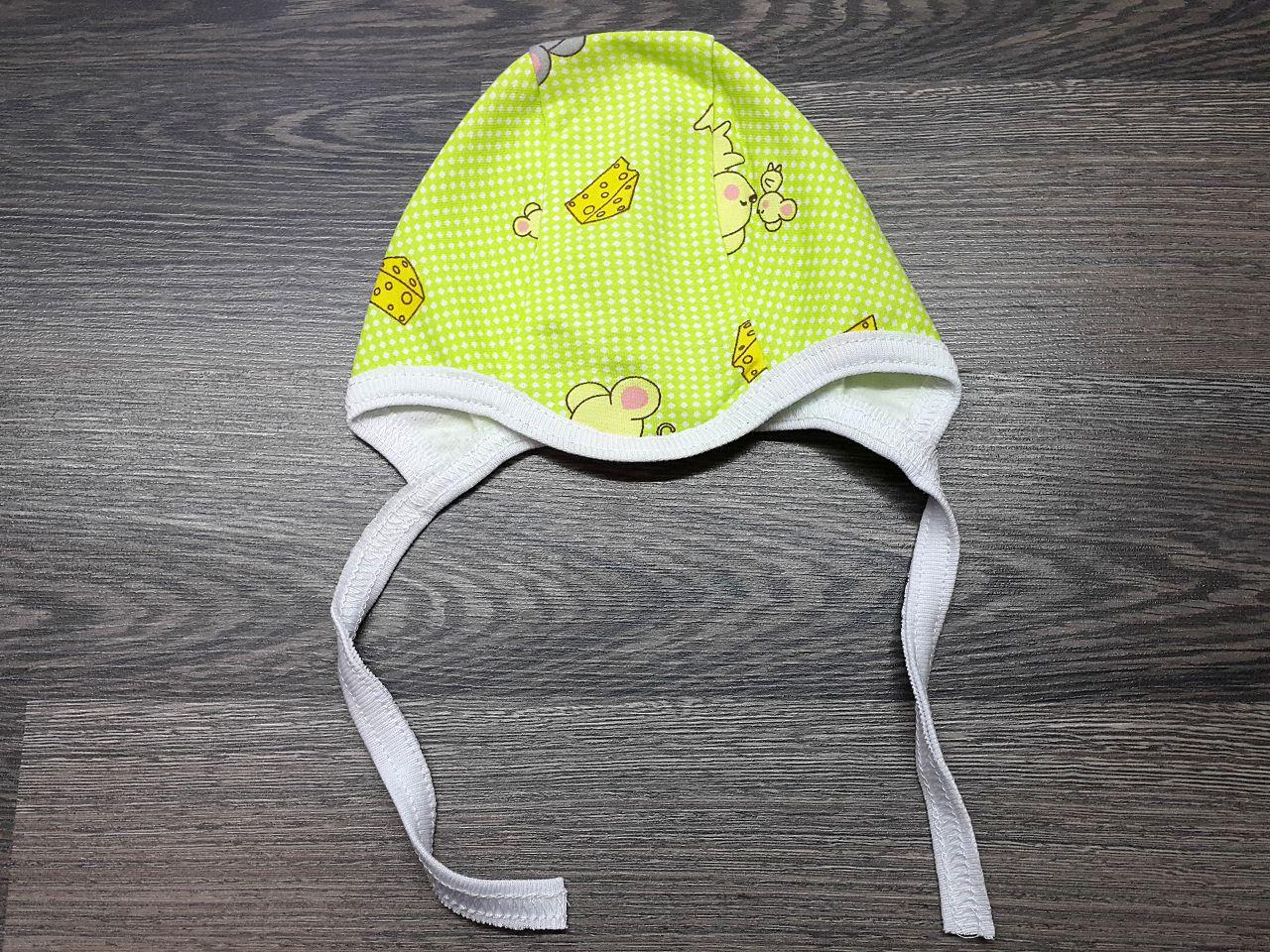 Чепчик тёплый для малыша зелёный с мышками