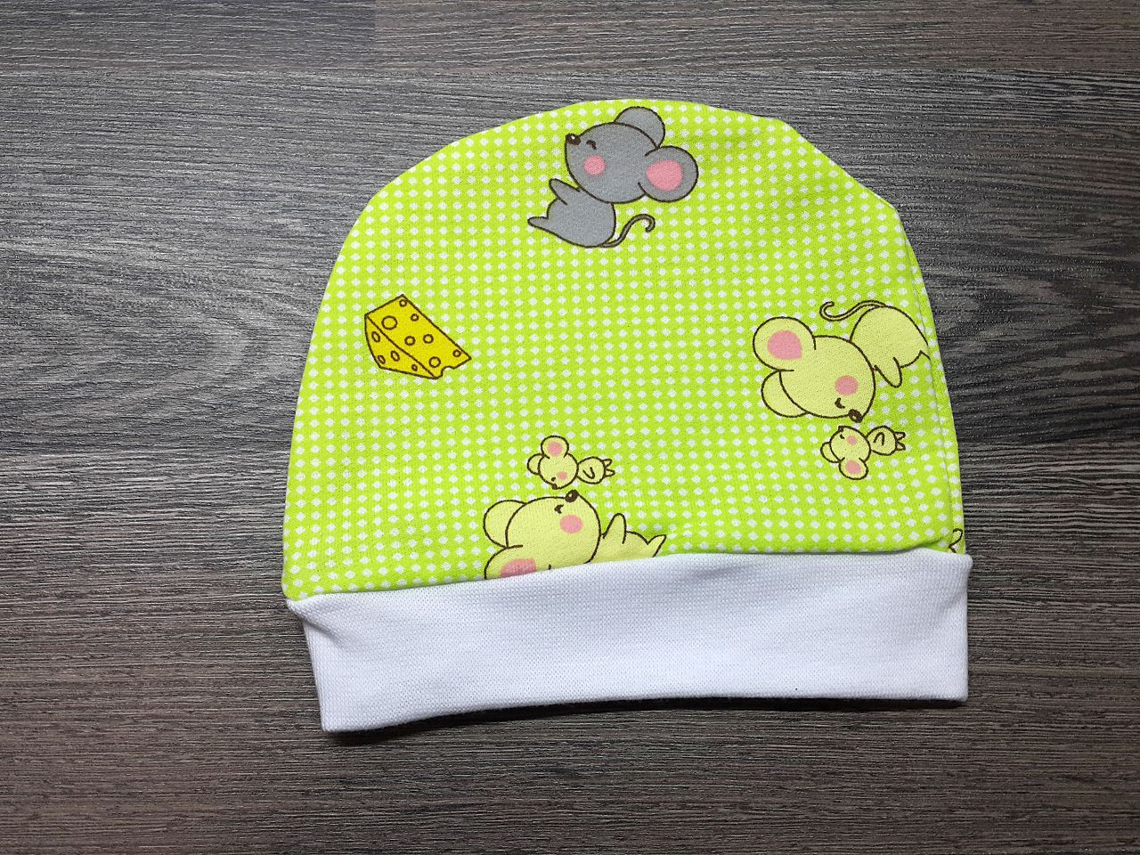 Шапочка детская тёплая зелёная с мышками